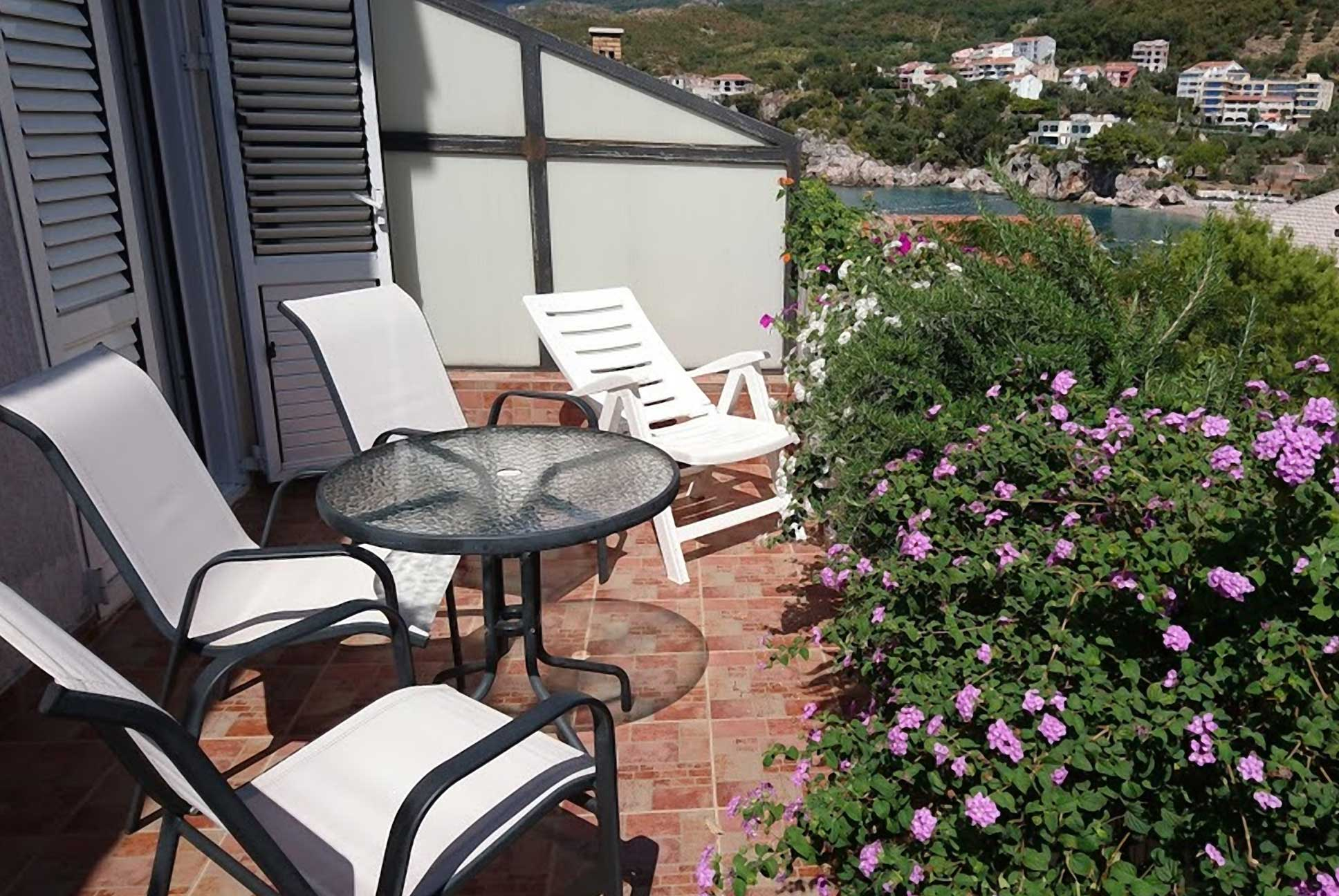 Red Apartment Balcony Springs Apartment Montenegro